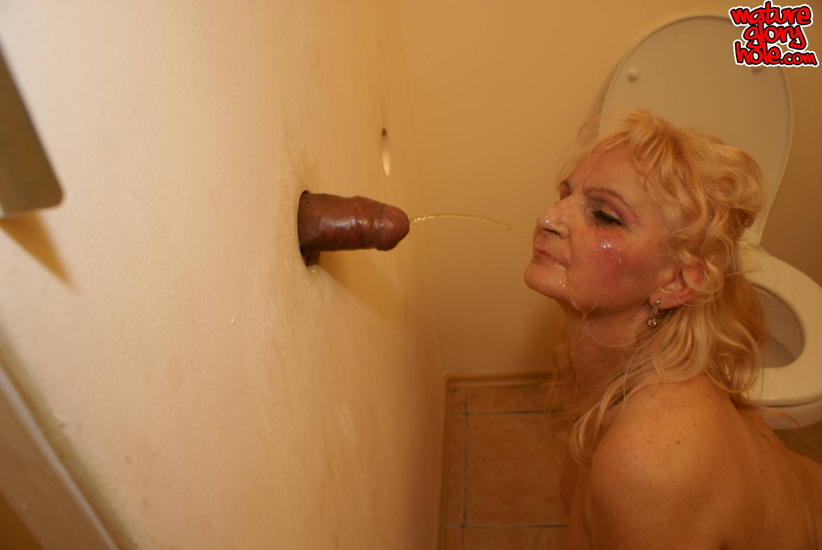 Черные хуи в туалете фото 6 фотография