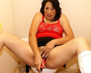 Horny mature Bernice loves whats peeping through the hole